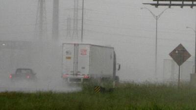 Autoridades del condado Harris piden prudencia y mantener la alerta por la depresión tropical Imelda