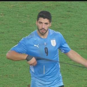 Seguimiento   Luis Suárez anotó, se peleó y hasta evitó un cañito