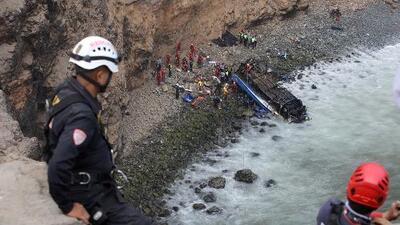 """Ministro de Transportes de Perú dice que el exceso de velocidad sería la causa del accidente de un bus en la """"curva del diablo"""""""