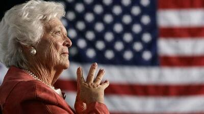 George H. W. Bush recibe a asistentes al funeral de la ex primera dama Barbara Bush en Texas