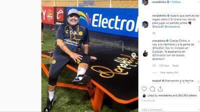 Ronaldinho le hizo regalos a Maradona y Maradona lo invitó a Culiacán