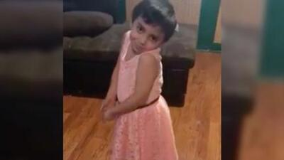 Video: la felicidad de un niño al usar un vestido que le pidió a su mamá