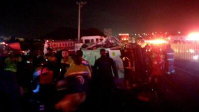 Disparan al conductor de un auto en México y provocan un aparatoso accidente que deja 4 muertos y 15 heridos