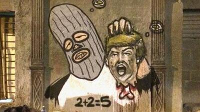 Un artista cubano pinta un mural de Donald Trump decapitado en La Habana