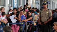Miles de venezolanos buscan ingresar a Perú a pocas horas de que entre en vigencia la exigencia de visa