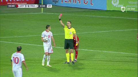 ¡Tarjeta Roja! Eljif Elmas recibe la segunda amarilla y se va del juego