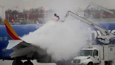 Por frío extremo cancelan casi 1,700 vuelos en los aeropuertos del área de Chicago