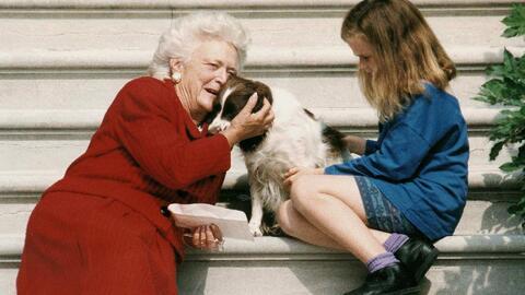 Coros, poesías y oraciones protagonizan el homenaje a la ex primera dama Barbara Bush