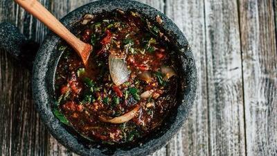 Cuatro salsas mexicanas de molcajete