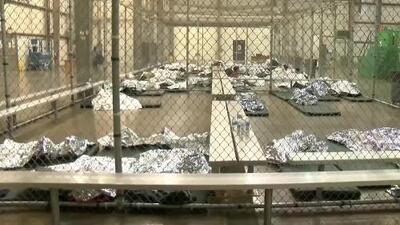 Centro de procesamiento de inmigrantes en Texas abre sus puertas a la prensa y se evidencian menos detenidos