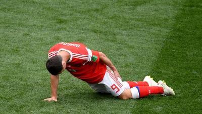 Rusia perdió a Dzagoev, en apenas 23 minutos de Mundial