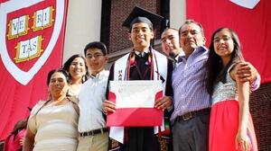 El hijo de campesinos mexicanos que se graduó en Harvard