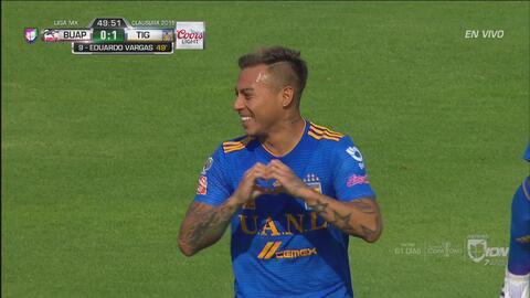 ¡Goool de Tigres! De zurda, Eduardo Vargas abre el marcador