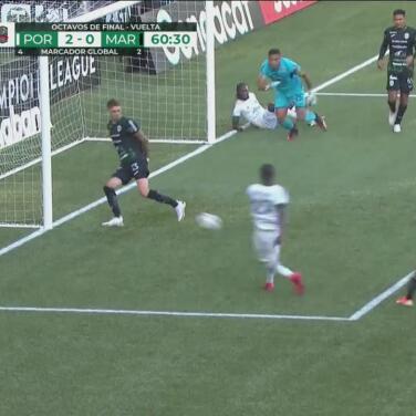 ¡Se pierde un gol cantado! Techera salva en la línea el tiro de Asprilla