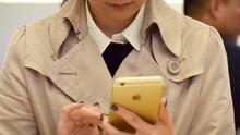 ¿Por qué no es sano revisar el celular de tu pareja?