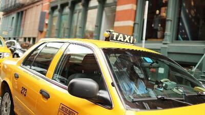 Confusión en La Gozadera por ley de cinturón en los taxis