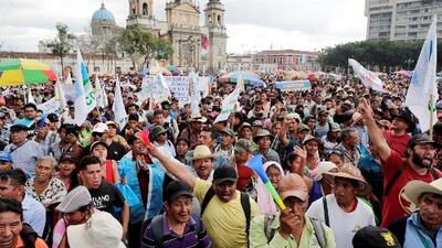 Miles de campesinos exigen la renuncia del presidente de Guatemala y la continuidad de la CICIG