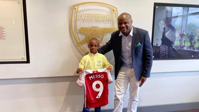 Arsenal anuncia el fichaje de Leo Messo, un niño keniano de 10 años
