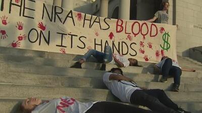 Estudiantes de Los Ángeles realizan una manifestación y piden soluciones para detener los tiroteos