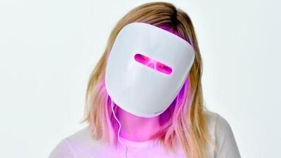Retiran del mercado mascarillas de fototerapia de Neutrogena para combatir el acné