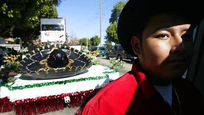Todo listo para el desfile de la independencia mexicana en el este de Los Ángeles