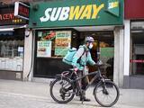 """Demandan a la cadena de comida rápida 'Subway' por usar supuesto """"atún falso"""""""