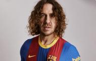 Puyol presenta camiseta especial del Barcelona para el próximo Clásico