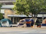 Indigentes ponen tiendas de campaña alrededor del Concilio de Austin para protestar contra la Propuesta B