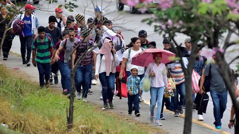 Con bebés y niños, sale una nueva caravana de 1,200 hondureños rumbo a EEUU