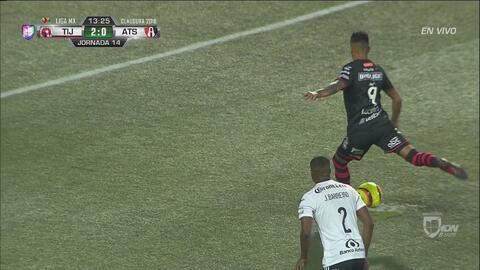 Lucero marca el segundo de penalti y Xolos derrota con comodidad a los Zorros