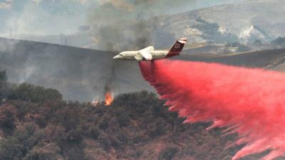 El incendio en Santa Bárbara continúa sin control y avanza hacia la costa