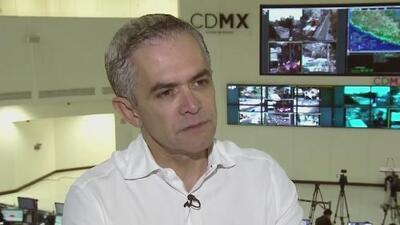"""Entrevista de Jorge Ramos al jefe de Gobierno de Ciudad de México tras el terremoto: """"Nos va a volver a tocar una y otra vez"""""""