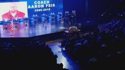Dan el último adiós al entrenador Aaron Feis, una de las víctimas de la masacre de Parkland