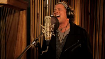 Cuando Carlos Vives llamó a Juanes, Shakira y a todos sus amigos para cantar por la paz