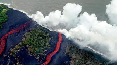 La mortífera niebla de ácido clorhídrico que genera la lava del Kilauea cuando llega al mar (fotos)