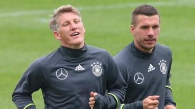 Löw convocará una vez más a Schweinsteiger y Podolski para su despedida con Alemania