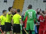 Expulsan a jugador en Turquía por mostrar error al árbitro en celular