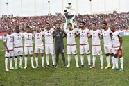 Wydad Athletic Club players pose prior to the CAF Champions League semi-final football match between Algiers' USM Alger and Casablanca's Wydad AC at the Stade du 5 juillet in Algiers on September 29, 2017. / AFP PHOTO / RYAD KRAMDI (Photo credit should read RYAD KRAMDI/AFP/Getty Images)