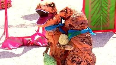 Dinosaurios vs. Dinosaurios: Pedro Moreno, Paulette, Semiramis y Adrián Di Monte lucharon en una divertida pista prehistórica