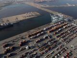 Trabajadores de los puertos de Los Ángeles y Long Beach piden prioridad para ser vacunados