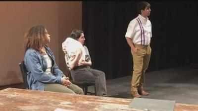 La vida del líder campesino César Chávez es llevada al teatro y se presenta en Dallas