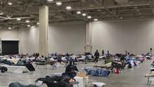 Dak Prescott dona alimentos a desamparados afectados por la tormenta invernal en el condado Dallas