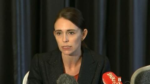 """La premier neozelandesa envía un fuerte mensaje al terrorismo xenófobo: """"Ellos, los migrantes, son nosotros"""""""