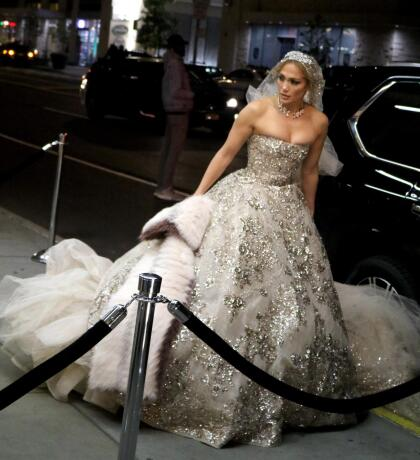 El velo era igualmente brillante y en conjunto con el vestido, se veía lista para llegar al altar.