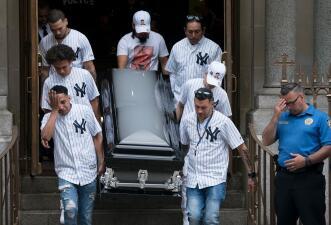 Gritos de justicia y el emotivo tatuaje de su padre: así fue el funeral del joven asesinado a machetazos
