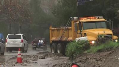 La primera tormenta provoca deslaves y el cierre de autopistas en Los Ángeles