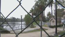 Realizan jornada de limpieza en el lago de Echo Park y logran retirar de allí cerca de 35 toneladas de basura