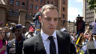 """Padre de la novia de Pistorius: """"Que pague por su crimen"""""""