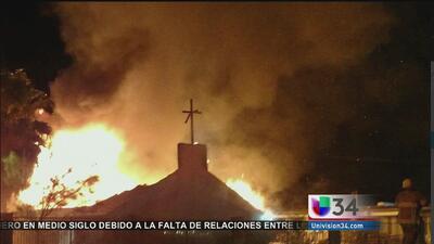 Voraz incendio destruyó iglesia en Riverside