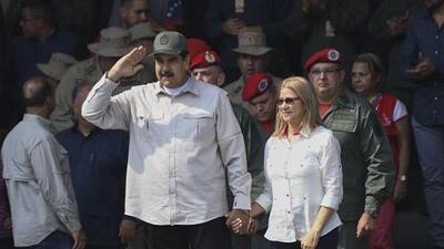 Maduro ordena reabrir la frontera con Colombia que él había cerrado para impedir entrada de ayuda humanitaria
